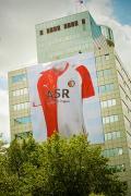 Feyenoord-shirt op ASR-gebouw