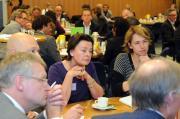 Ondernemers aan tafel bij verzekeraars