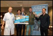 Ditzo-cheque van € 1 miljoen aan Antoni van Leeuwenhoek uitgereikt