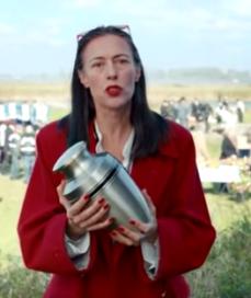 Loden Leeuw is voor Adelheid Roosen in Yarden-commercial