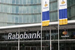 'Rabobank zet mes in lokale banken'