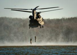 Defensievakbonden willen dat minister AOW-gat militairen dicht