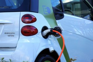 Automotive industrie ondervindt tegenslag verkoop aantal stekkerauto's: toekomstprognose blijft goed