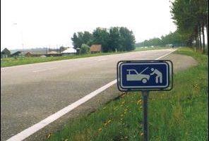 Op de snelweg aangereden uitgestapte automobilist: geen overmacht of roekeloosheid, wel eigen schuld