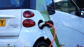 Omslag naar elektrisch rijden gaat hard, ook grote firma's gaan nu om
