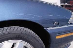 Schiedamse autokrasser richt voor duizenden euro's lakschade aan
