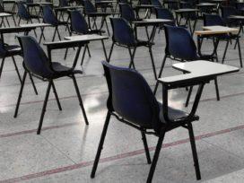 Minister hint op verhoging tarieven Wft-examens