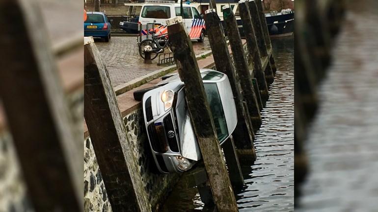 Bizar gevalletje autoschade na 'parkeermanoeuvre' in Brielle