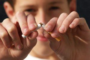 ABP geeft tabakspijp aan Maarten