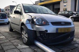 Vrachtwagenchauffeur van het padje, duizenden euro's schade